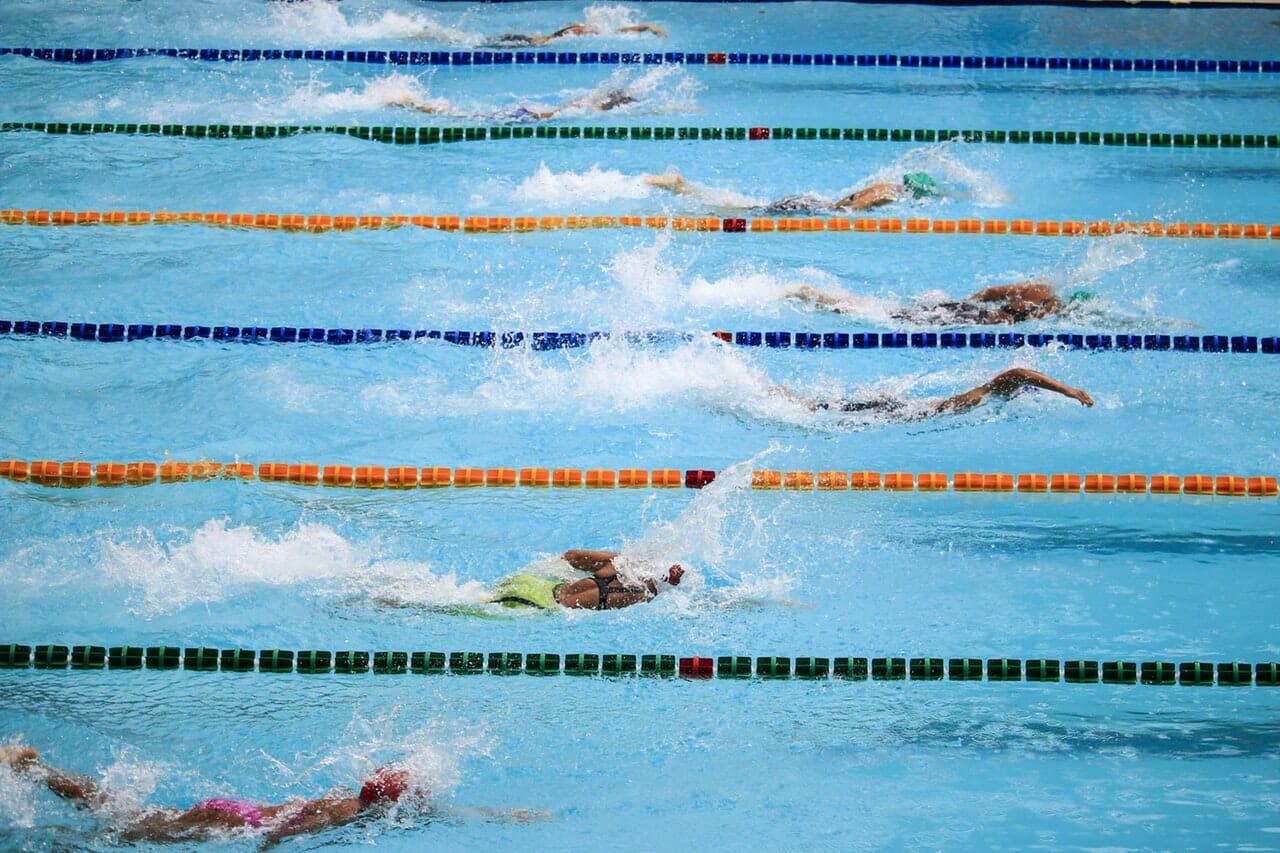 Freestyle race across lanes